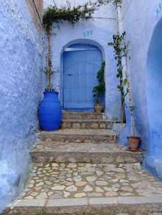 morrocco #doors I'VE BEEN HERE!!! i have a picture almost exactly like this :]