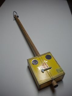 Guitar Diy, Music Guitar, Ukulele, Wood Projects, Projects To Try, Hurdy Gurdy, Resonator Guitar, Homemade Instruments, Cigar Box Guitar