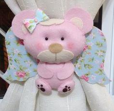 Prendedor para cortina, ursinho em feltro, costurado a mão, as cores podem ser escolhidas para decoração de acordo com o quarto do seu bebê. Esse preço refere-se ao par de prendedores.