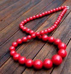 Red beaded necklace #auldlangsynevintage