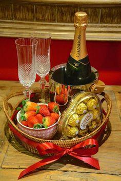Romantic Room, Romantic Night, Romantic Dates, Romantic Dinners, Romantic Gifts, Romantic Ideas, Romantic Dinner Setting, Champagne Brunch, Birthday Brunch