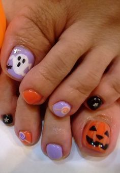 I am unfolding before you 10 unique Halloween toe nail art designs, ideas, trends & stickers of Have a look at the collection. Pedicure Designs, Toe Nail Designs, Nail Polish Designs, Polish Nails, Nails Design, Halloween Toe Nails, Halloween Nail Designs, Fall Toe Nails, Diy Nails