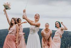 Verspielter Look für die moderne Braut und ihre Mädels.   Zweiteiler im MIx Fit N Flare, Im Online, Bridesmaid Dresses, Wedding Dresses, Girl Gang, Outfits, Instagram, Fashion, Atelier