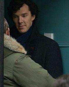 Martin Freeman & Benedict Cumberbatch shooting Sherlock series The Empty Hearse Benedict Sherlock, Sherlock John, Sherlock Series 3, Benedict Cumberbatch Sherlock, Sherlock Fandom, Sherlock Holmes John Watson, Sherlock Quotes, Mark Gatiss, Johnlock