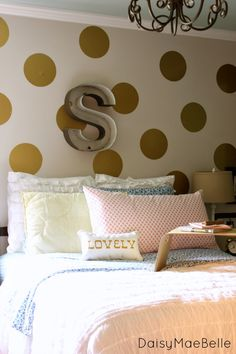 Decorating for a teen girl... Love the HUGE gold polkadots