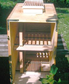 Slovenian AZ beehive plans           Side View         Side view         Back view      Front view       Frame                            ...