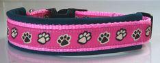 Handgemachtes Halsband  mit Pfötchenmotiv für kleinere Hunde, gepolstert mit Softshell