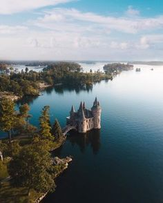 Boldt Castle 18 Secret Spots In Ontario You And Your BFF Absolutely Need To Discover This Spring - Narcity Nature adventures await! Cool Places To Visit, Places To Travel, Travel Destinations, Alberta Canada, Canada Ontario, Ottawa Canada, Nature Adventure, Adventure Travel, Weekend Trips