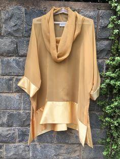 Pasarela Chic capucha túnica de cuello con por TiruVastraClothing Pakistani Fashion Casual, Indian Fashion, Kurta Designs, Blouse Designs, Stylish Dresses, Fashion Dresses, Stylish Dress Designs, Indian Designer Wear, Blouse Styles