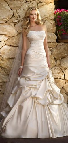 Strapless Satin Lace Ruching Pick-up Skirt Lace-up Wedding Gown http://www.shedressing.com/