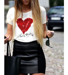 The leather skirt. This outfit has all the seasons essential pieces. White tee, leather skirt, tote all bag and fabulous hair. Mode Outfits, Casual Outfits, Fashion Outfits, Womens Fashion, Latest Fashion, Fashion Story, Petite Fashion, Curvy Fashion, Trendy Fashion