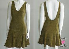 Vestido dourado da Forum para SoHo Store.