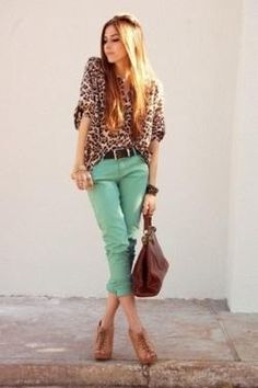 outfit with mint jeans and animal print blouse Cute Fashion, Look Fashion, Autumn Fashion, Womens Fashion, Nail Fashion, Fashion Trends, Outfits Pantalon Verde, Mint Pants, Mint Jeans Outfit