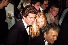 As the leading figures in America's de facto Royal Family in the late 1990s, John F. Kennedy Jr and Carolyn Bessette Kennedy always attracted crowds. Description from pinterest.com. I searched for this on bing.com/images