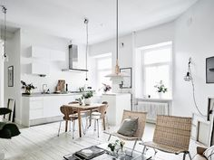 White doesn't have to look clinical and this white apartment is the perfect example of how you can warm up an all-white interior with natural accents. Zeitgenössisches Apartment, White Apartment, Apartment Interior, Apartment Design, Scandinavian Kitchen, Scandinavian Interior Design, Decor Interior Design, Interior Decorating, Scandinavian Apartment