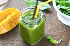 Spinach and Mango Smoothie. This Spinach and Mango Smoothie is a sweet way to get those greens in! Smoothie Legume, Mango Smoothie Recipes, Mango Smoothies, Smoothie Detox, Healthy Smoothies, Healthy Drinks, Healthy Eating, Matcha Smoothie, Juice Recipes