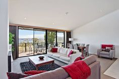 We have deluxe townhouses with exceptional lake views. These townhouses offer great value as your jindabyne accommodation.