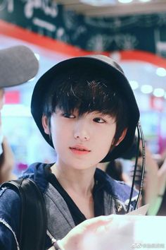 We are surrounded by excellent, unattainable ideals of human beauty. All of the images YOU SEE are all retouched Cute Asian Guys, Cute Korean Boys, Cute Guys, Asian Kids, Asian Babies, Asian Men, Korean Boys Ulzzang, Ulzzang Kids, Bad Boy