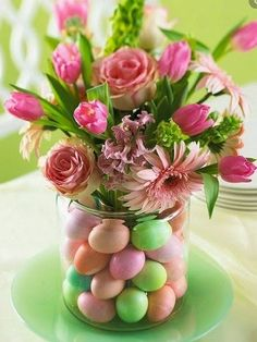Get ideas for easy Easter decorating, including Easter centerpieces, Easter table settings and decorating tips for simple Easter eggs. Hoppy Easter, Easter Eggs, Easter Bunny, Easter Food, Easter Tree, Easter Wreaths, Easter Crafts, Holiday Crafts, Easter Ideas
