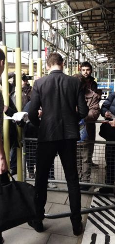 Tom Hiddleston: Even from behind he's gorgeous.