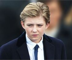 Barron Trump's IQ Will Make You Shiver! Organic Vitamins, Natural Beauty Recipes, Life Changing Books, Trump Birthday, Natural Homes, Spider Plants, Diy Garden Projects, Garden Soil, Look Younger