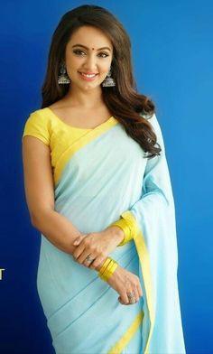 Tejaswi Indian Bridal Sarees, Indian Beauty Saree, Indian Long Hair Braid, Trendy Sarees, Saree Look, Saree Dress, Saree Styles, Beautiful Saree, Indian Designer Wear