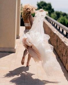 (@ksemenikhin) Instagram Runaway bride