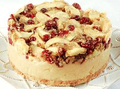 raw food dessert - Gone are the days of forfeiting decadent indulgences in the name of healthy eating; in fact this Apple Cranberry Cheesecake is a raw food dessert t. Raw Dessert Recipes, Raw Vegan Desserts, Vegan Cake, Vegan Treats, Raw Food Recipes, Drink Recipes, Sweet Recipes, Cranberry Cheesecake, Raw Cheesecake