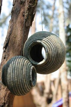 Also really good idea for DYI planter. Tutorial: Recycled plastic jug/sisal rope bird feeder