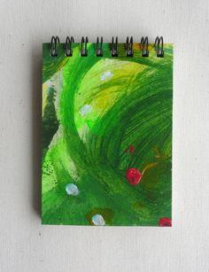 Notebook MINI. Ideal para bolsos pequeños. Hecho a mano y Pintado a mano (pieza única). Encuadernado con espiral. 100 páginas (50 hojas) de papel reciclado 100% (80gr/m2). Cartón reciclado.