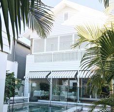 ideas house facade tropical home White Beach Houses, Weatherboard House, Beach Bungalows, Beach Shack, Australian Homes, Tropical Houses, Coastal Homes, Coastal Living, Facade House
