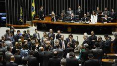 Heute beginnt im brasilianischen Senat, der letzte Akt im Amtsenthebungsverfahren gegen die demokratisch gewählte Präsidentin Dilma Rousseff. Eine Reihe von juristischen Besonderheiten der brasilianischen Verfassung werden hier mit aller Geduld und mit der typischen Anwaltstaktik genutzt, um die Macht zu übernehmen. Es ist ein Putsch der Juristen!