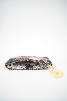 Kedai Koolcats - Zipper Pouch in Flowers on Black Handmade Purses, Handmade Shop, Handmade Items, Handmade Gifts, Cat Lover Gifts, Cat Gifts, Cat Lovers, Cute Little Things, Online Gifts