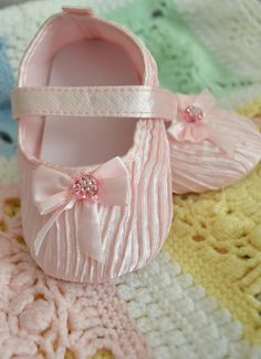 Adorable pink baby shoes 5 inch infant shoes by creatingwithni