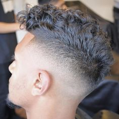 """""""Great lighting on this shot @menspiresalon  You can really see the details on this Curly Top x Mid Fade and the blend is SPOT ON!  #UKBarber…"""""""