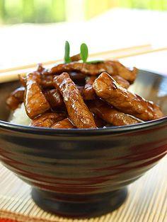 Smażona wieprzowina z sosem ostrygowym [film video] Wok, Sausage, Almond, Beef, Film, Recipes, Meat, Movie, Films