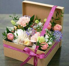 Image of vintage floral arrangements … – World of Flowers Flower Box Gift, Flower Boxes, Flowers In A Box, Cut Flowers, Deco Floral, Floral Design, Art Floral, Vintage Floral, Ikebana