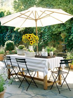 We love this casual outdoor dining setup! More alfresco dining ideas: http://www.bhg.com/home-improvement/porch/outdoor-rooms/casual-porch-dining/?socsrc=bhgpin051712=1