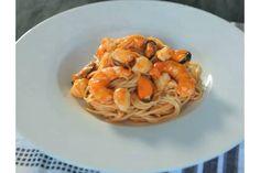 Una vidreo-ricetta che vi spiega passo a passo come preparare dei saporiti spaghetti ai frutti di mare. Pendete nota!