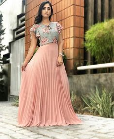 Best 12 Here are a few different denim dress outfit ideas according to your needs. Pleated Skirt Outfit, Long Skirt Outfits, Modest Outfits, Modest Fashion, Dress Outfits, Fashion Dresses, Fashion Muslimah, Pleated Dresses, Indian Designer Outfits