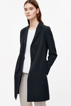 Tailored lightweight coat