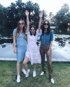 Haim Best Friend Poses, Best Friend Outfits, New Outfits, Spring Outfits, Haim Style, Danielle Haim, 70s Fashion, Celebrity Style, Personal Style