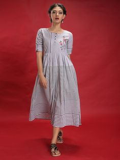 Dresses for Women : Buy Designer & Party Wear Dresses Online Cotton Dresses Online, Dress Online, Simple Dresses, Casual Dresses, Girls Boutique Dresses, Muslin Dress, Stitching Dresses, Frock For Women, Kurti Designs Party Wear