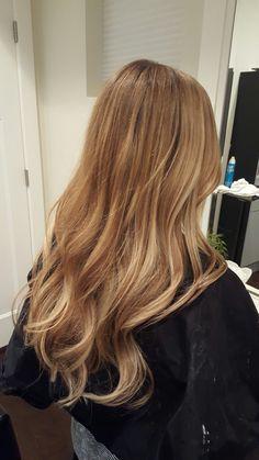 Beautiful natural color. honey blonde. golden blonde. Balyage. Babylights. Ombre. bronde