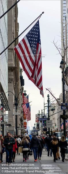 American flag in the Fifth Avenue, Manhattan, New York. | By Alberto Mateo, Travel Photographer.