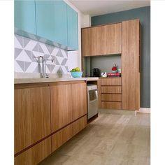Lurca Azulejos | Azulejos Raiz cinza no projeto @rasarquitetura | Raiz gray - Ceramic Tiles // Shop Online www.lurca.com.br #azulejos #azulejosdecorados #revestimento #arquitetura #reforma #decoração #interiores #decor #casa #sala #design #cerâmica #tiles #ceramictiles #architecture #interiors #homestyle #livingroom #wall #homedecor #lurca #lurcaazulejos