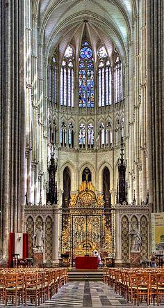 Catedrais Medievais-Nave central da catedral de Amiens, França