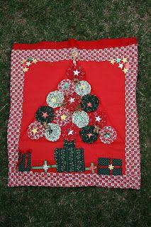 Christmas tree with star sequins in center http://1.bp.blogspot.com/_WA5tmTyMy3U/SUq7bk2SEqI/AAAAAAAAA8A/gbQEmw-oR60/s320/IMG_6995.jpg
