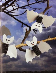 great idea for DIY for kids Diy Haloween, Halloween Kita, Theme Halloween, Halloween Crafts For Kids, Halloween Birthday, Fall Halloween, Happy Halloween, Halloween Decorations, October Crafts