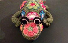 Hey, diesen tollen Etsy-Artikel fand ich bei https://www.etsy.com/de/listing/267932925/african-flower-crochet-salamander